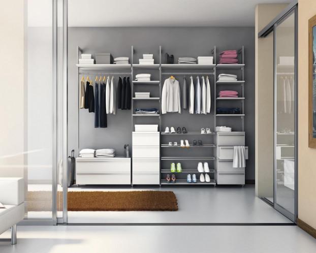 Der begehbare Kleiderschrank ACAPULCO bietet viel Platz auf kleinem Raum