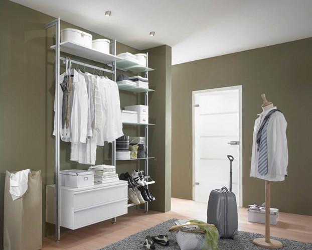 Das Schranksystem FORTIS bietet Stauraum für Kleidung, Schuhe, Accessoires u. v. m.