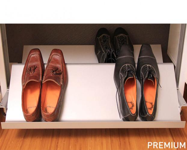 Geschlossene Schuhablage für Ankleidezimmer