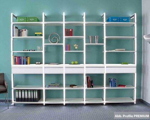 Die offene Bücherwand schafft eine offene Atmosphäre in Ihrem Wohnzimmer